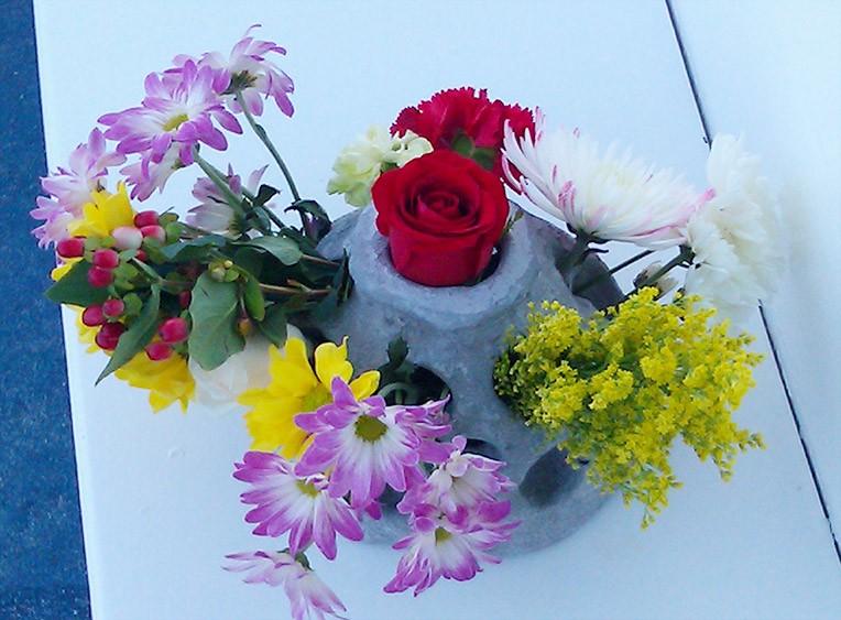 Eternal-Reefs-Dedication-02-Flowers-in-a-tribute-reef-chris-2-176