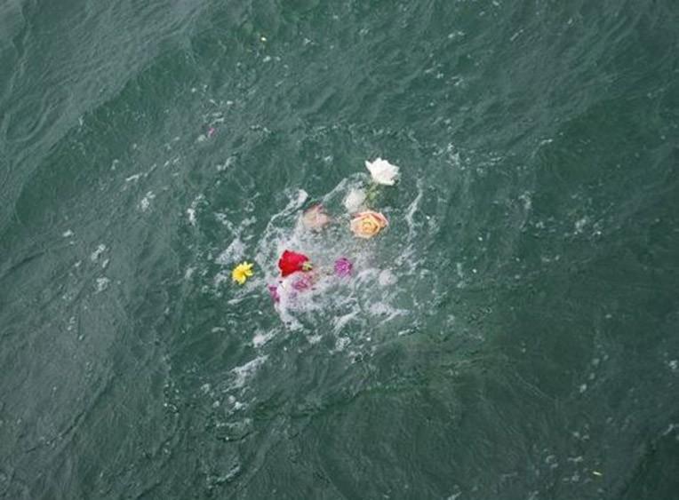 Eternal-Reefs-Dedication-09-Flowers-in-the-Water-The-dedication-12