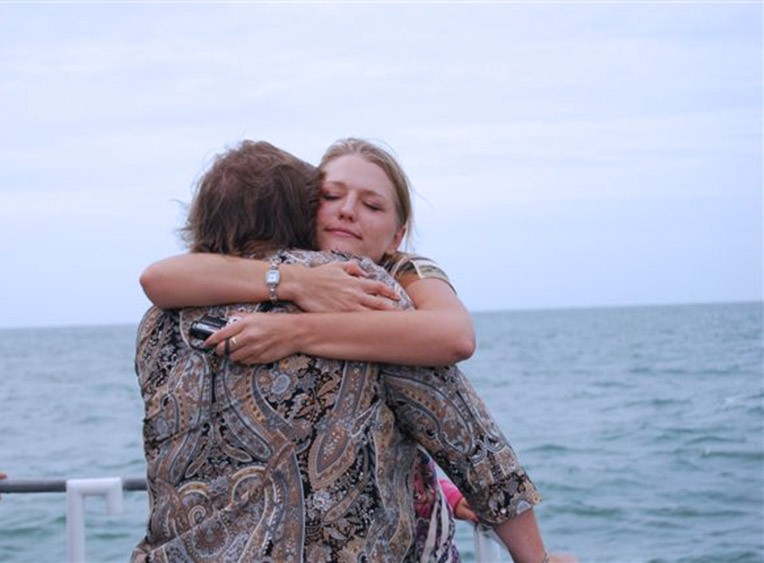 Eternal-Reefs-Dedication-10-Hugs-Sarasota-11-09-2009-(182)